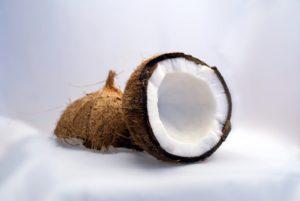 77-Kokosöl-Anwendungen-Wirkung-Lebensmittel-Körper-Hautpflege-und-Haushalt-