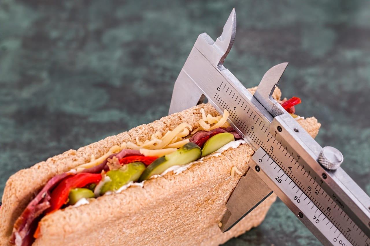 Wie-viele-Kalorien-sollte-ich-am-Tag-essen