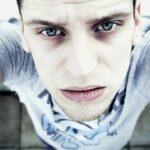 Augenringe wegbekommen: dunkle Schatten entfernen