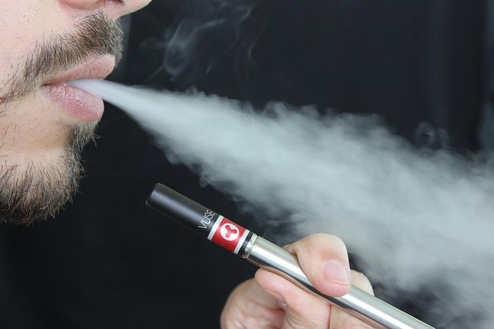 Die Wirkung von E-Zigaretten auf die Lunge: direkter Vergleich mit Tabakrauch