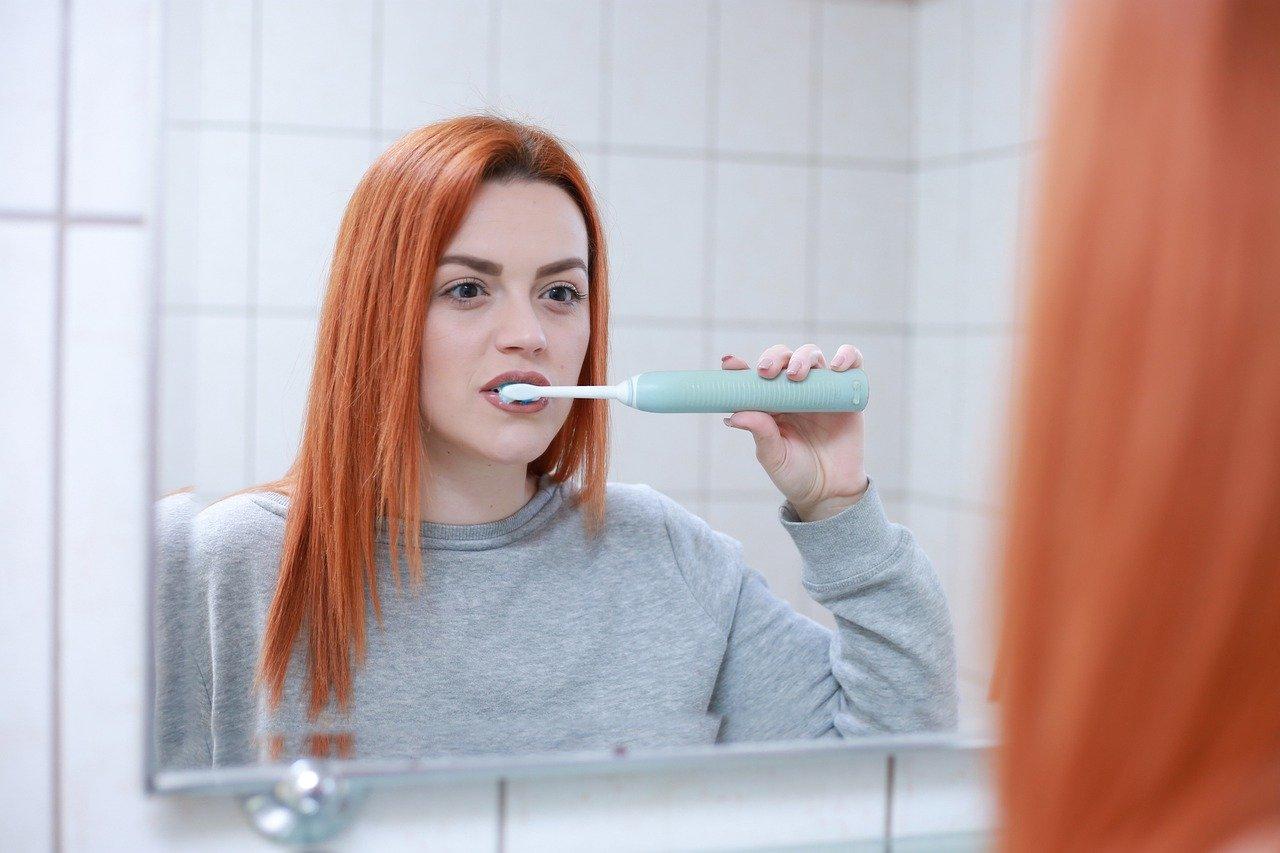 Elektrische Zahnbürste oder Handzahnbürste - Was ist besser?