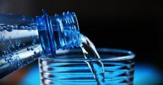Vorteile und Risiken des Wasserfastens: Ein Leitfaden