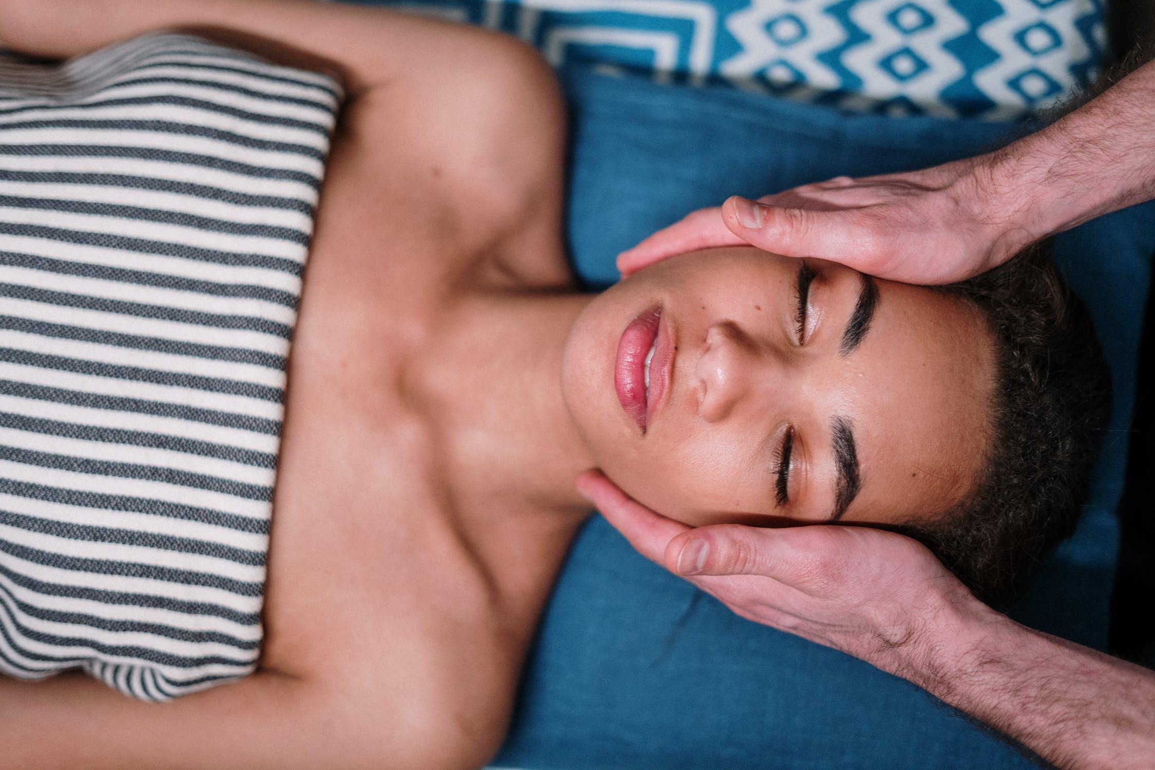 Wie man progressive Muskelentspannung (PMR) zur Stress- und Schmerzlinderung übt