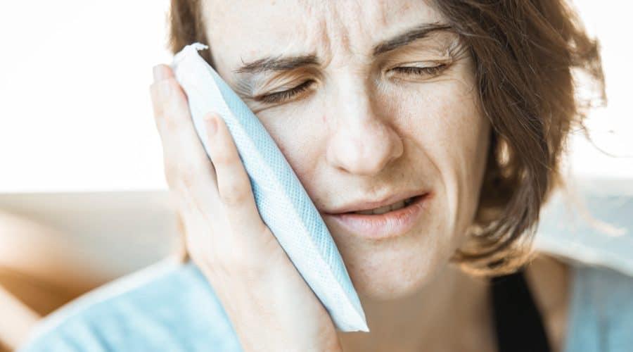 Beule am Zahnfleisch & im Mund: Ursachen / Gründe